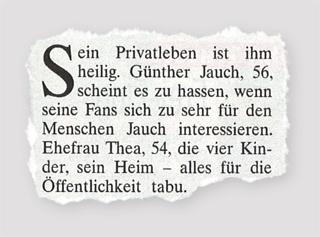 Ausriss Die Aktuelle - Sein Privatleben ist ihm heilig. Günther Jauch, 56, scheint es zu hassen, wenn seine Fans sich zu sehr für den Menschen Jauch interessieren. Ehefrau Thea, 54, die vier Kinder, sein Heim - alles für die Öffentlichkeit tabu.