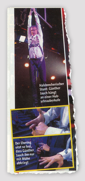 Halsbrecherischer Stunt: Günther Jauch hängt an einer Hubschrauberkufe - Der Ehering sitzt so fest, dass Günther Jauch ihn nur mit Mühe abkriegt